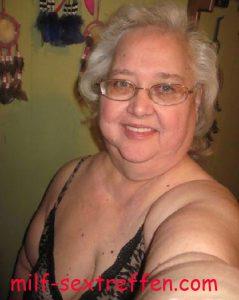 Dein Oma Sexkontakt zu versauter Oma