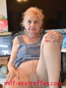 Nylon Oma will heute noch ficken
