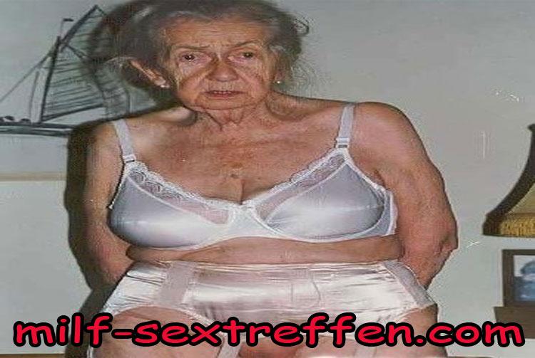 Notgeile alte Oma sucht Sex
