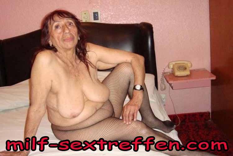 Reife Fotze sucht Kerl für Nylon Sex